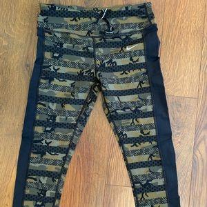 Nike Pants - Nike crop leggings